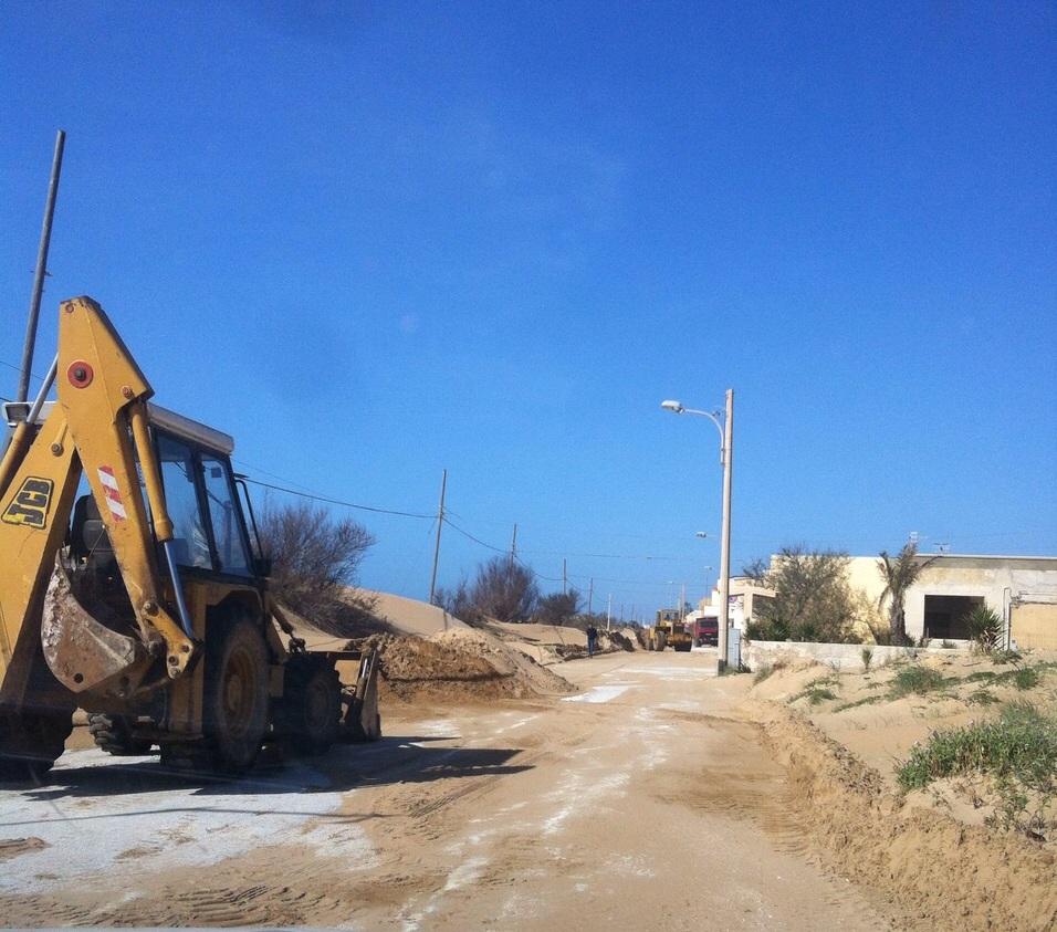 Al via oggi i lavori di rimozione della sabbia dal lungomare di Tre Fontane