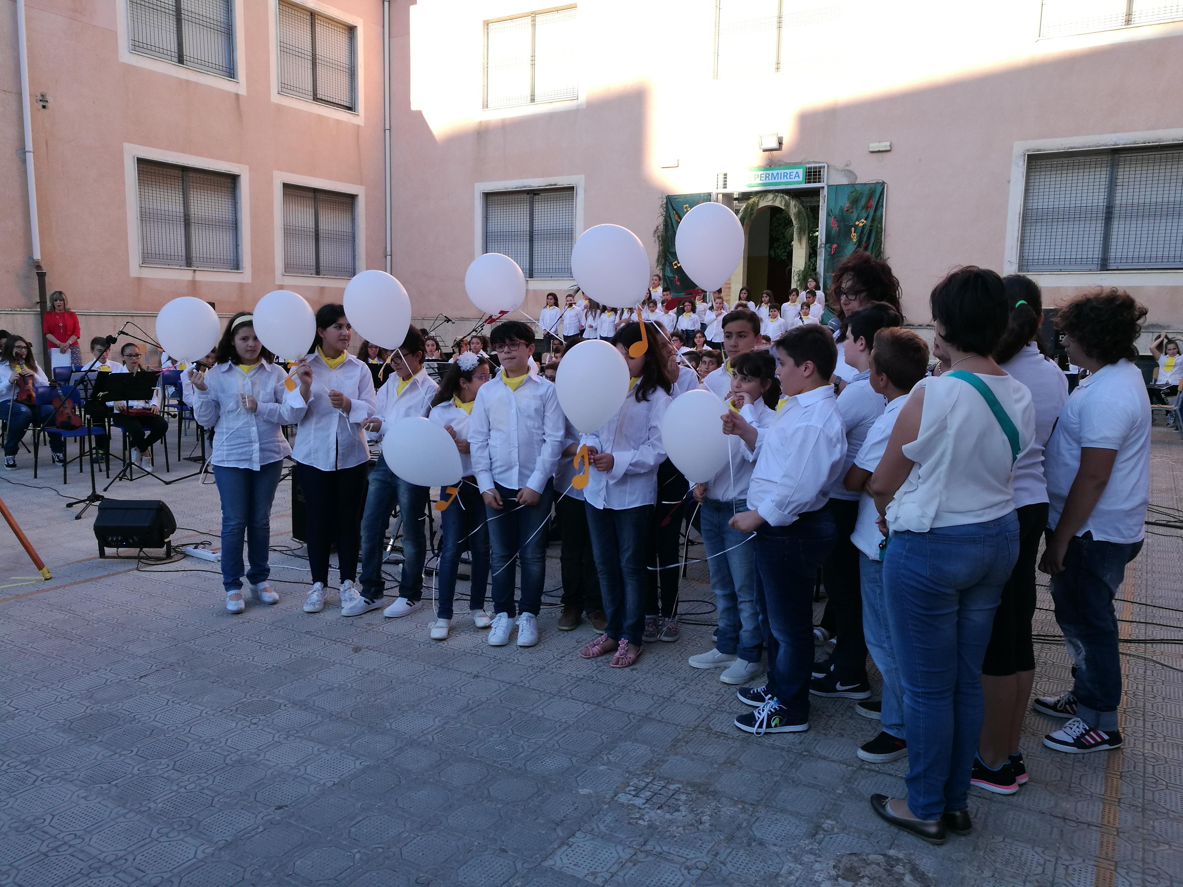 """Castelvetrano. Alunni in concerto con """"Note per Mirea"""""""