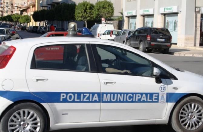 Marsala, auto dei vigili urbani rubata e incendiata