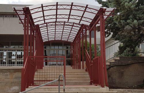 Santa Ninfa: Installata nuova pensilina alla scuola elementare