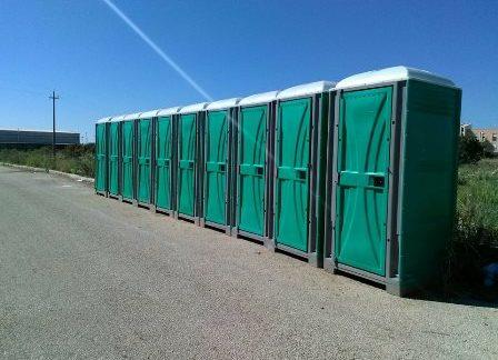CAMPOBELLO. Venti bagni chimici e ulteriori allacci idrici installati in contrada Erbe Bianche