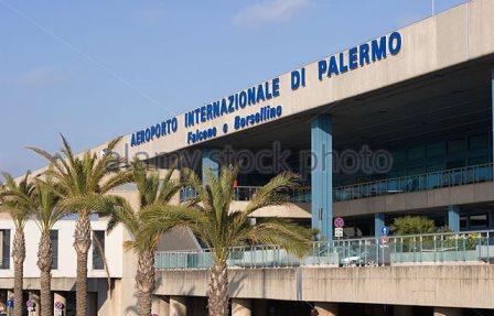 Da Miami a Palermo a 90 anni abbandonata da figli e nipoti, vaga in aeroporto: soccorsa dalla polizia