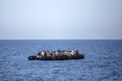 Libia, naufraga gommone carico di migranti